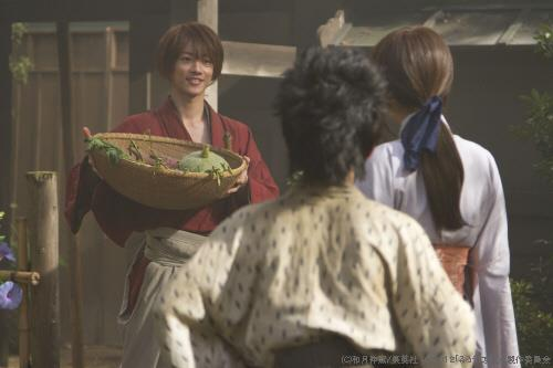 Kenshin comes home to Kaoru and Yahiko